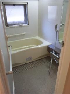 こんにちはッ!! 広島のハウスクリーニング 遺品整理 クリーン急便です。 いつも沢山のお問合せありがとうございます(^-^) ◎ 浴室クリーニング(お風呂掃除 ) 浴室クリーニング 広島 ハウスクリーニング 梅雨に入る前に~ 浴室クリーニングは 広島 クリーン急便へ フリーダイヤル 0120-773-839  お気軽にお問い合わせください。 ◎浴室クリーニング(お風呂掃除) 浴槽/排水口/床/天井/壁/窓/ドア